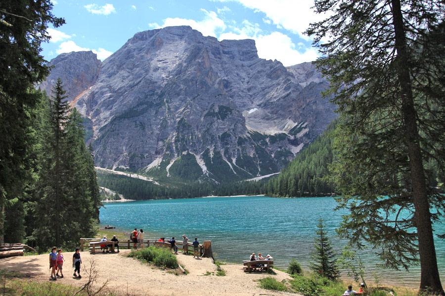Naturerlebnis in Südtirol: Zugang zum Pragser Wildsee wird