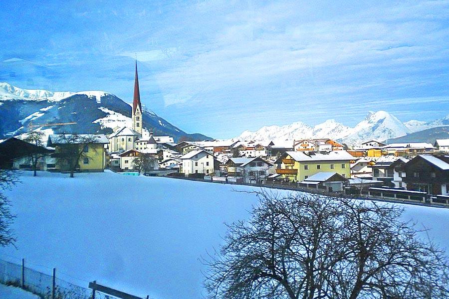 Axams in Innsbruck - Thema auf rockmartonline.com