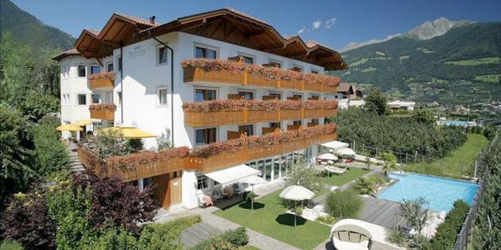 Whirlpool Garten Mit Hotel Mit Whirlpool Auf Balkon Südtirol Hotel Ortler Dorf Tirol