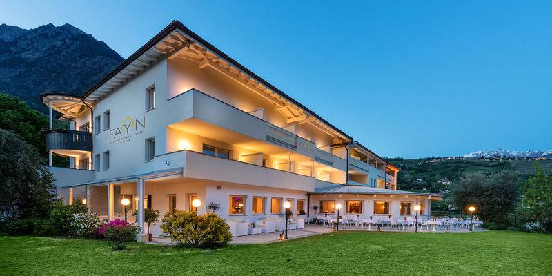 Fayn garden retreat hotel algund for Modernes wellnesshotel tirol